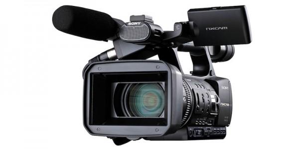 """Camcorders SONY – Graba imágenes de una impresionante calidad de 1920 x 1080 a 24 Mbps (50i o 25p), y además admite 720/50p y grabación en Definición Estándar. La óptica """"G Lens"""" y la tecnología Exmor™ de Sony ofrecen extraordinarios niveles de resolución, color y contraste, así como una sensibilidad excepcional en entornos de escasa iluminación."""